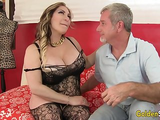 Curvy Mature Savannah Jane Takes Cock