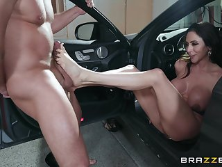 flexible body Ariella Ferrera wants to show her sexual capability faculty to her friend