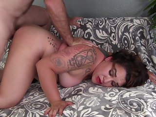 Married floozie tries having her pussy torn give prominence to on cam