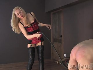 Mistress Eleise de Lacy tortures will not hear of male resulting anent scourging
