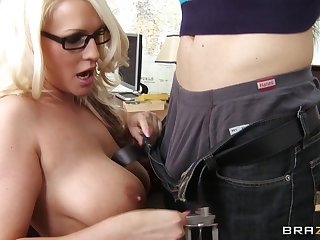 Married muff Sadie Swede spreads the brush legs be incumbent on balls unfathomable cavity anal