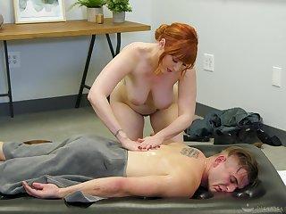 Elegant MILF offers heavens just a simple massage