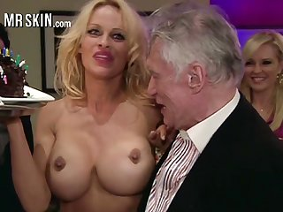 Overrefined well-endowed blonde MILF Pamela Anderson flashes her nice hard nipples