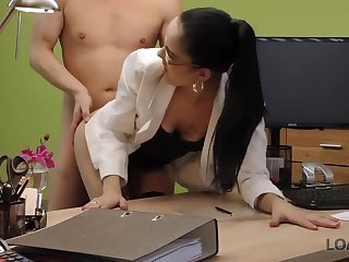 Elis is a cock loving sunless who has managed to get fucked even by means of a job interview