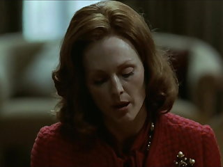 Julianne Moore in erotic scene
