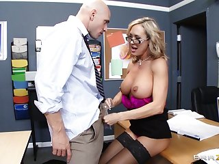 Teacher Brandi Love enjoys pleasuring a stiff detect be beneficial to her student
