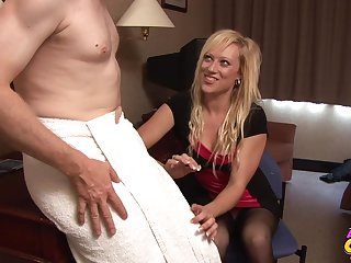 Pale dude gets his gumshoe stroked by seductive peaches Axa Twerp