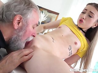 Old Goes Young - Magnificent Vlada splits open her throbbing legs